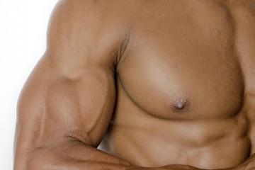 男性必見!女性にもてる胸板の作り方。