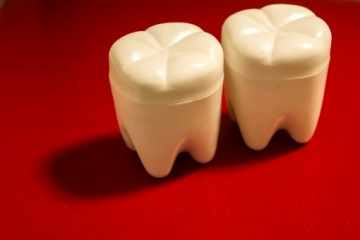 歯の黄ばみの原因
